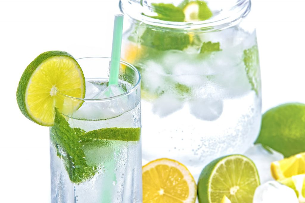 Acidu / Alcaline, è i so Effetti nantu à a Salute - thenaturalhealthdictionary.com - u dizziunariu di a salute naturale - Mint Cold Drink Glass Ice Mineral Water Calime