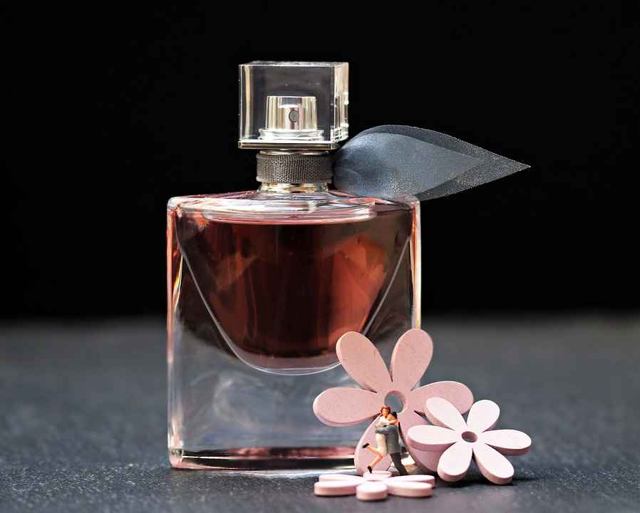 Fragrances And Perfume Ingredients Is There A Hidden Danger - the natural health dictionary - thenaturalhealthdictionary.com
