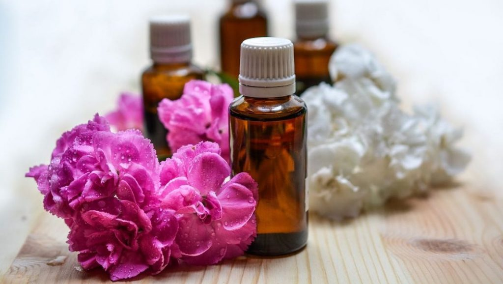 Common Aromatherapy Uses-The N H Dictionary-thenaturalhealthdictionary.com
