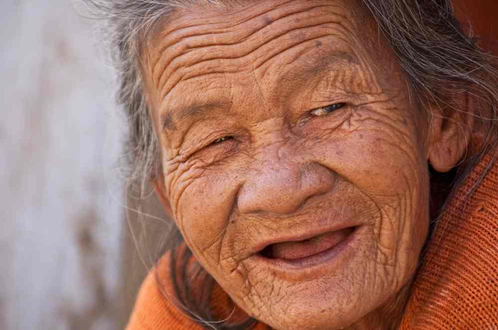 why aging ups alzheimers - the natural health dictionary - thenaturalhealthdictionary.com - old_lady_smile_beautiful_woman_old_elderly_portrait_adult-872463