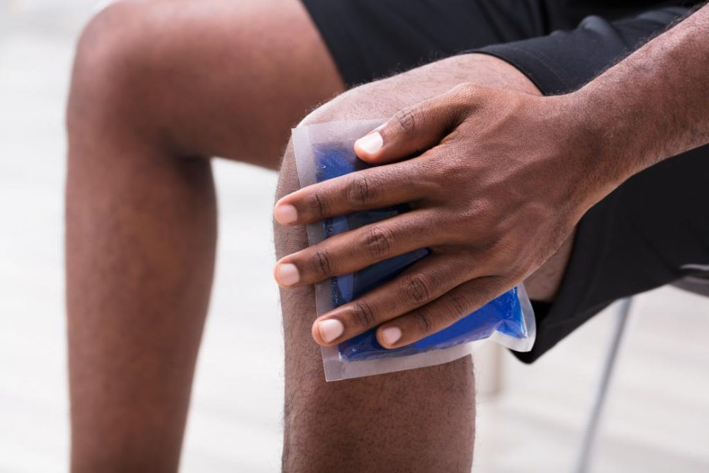 አርትራይተስ-thenaturalhealthdictionary.com/wp-content/uploads/2020/06/arthritis-swelling-ice-pack.jpg